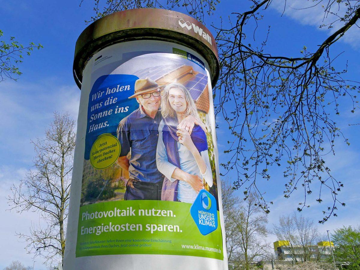 Anschlag auf Litfaßsäule für geförderte Fotovoltaik in Münster