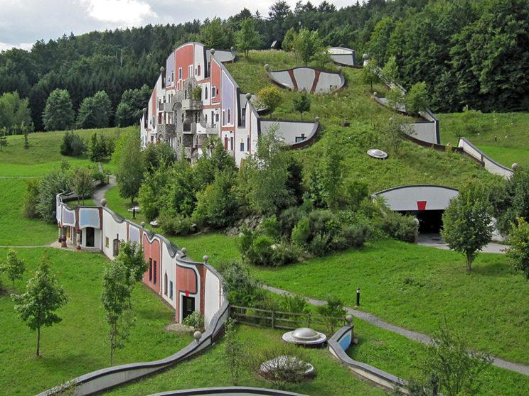 Dachbegrünung vom Künstler Friedensreich Hundertwasser