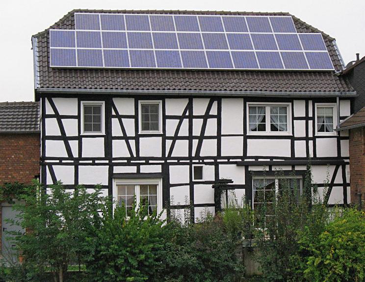 Fachwerkhaus mit Fotovoltaikanlage
